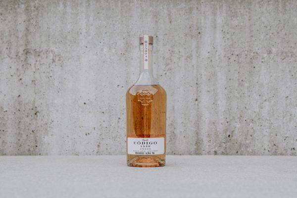 Código 1530 Añejo bottle